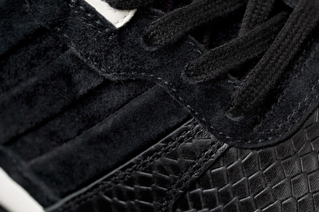 adidas-consortium-zx700-sns-laces-1