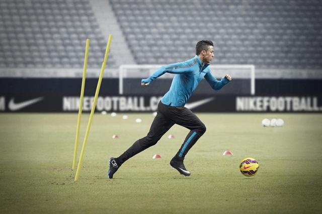 76df4d573303 Nike представляет новые футбольные бутсы Mercurial Superfly CR7 ...