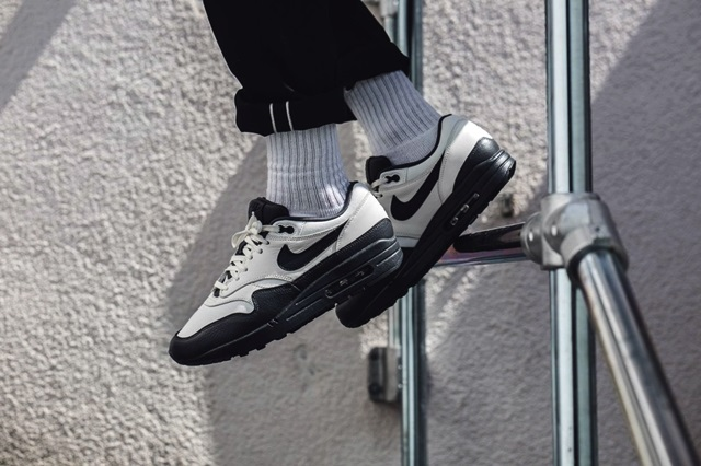 nike-air-max-1-prm-black-white-1