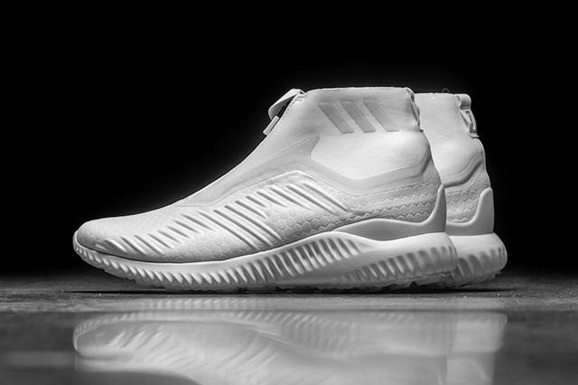 kith-x-adidas-alphabounce-zip-crystal-white-1