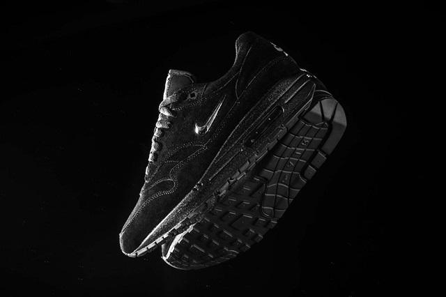 Nike-Air-Max-1-Jewel-Swoosh-Black-Chrome