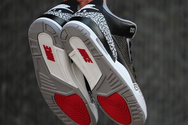 Air-Jordan-3-Black-Cement-2018-Outsole