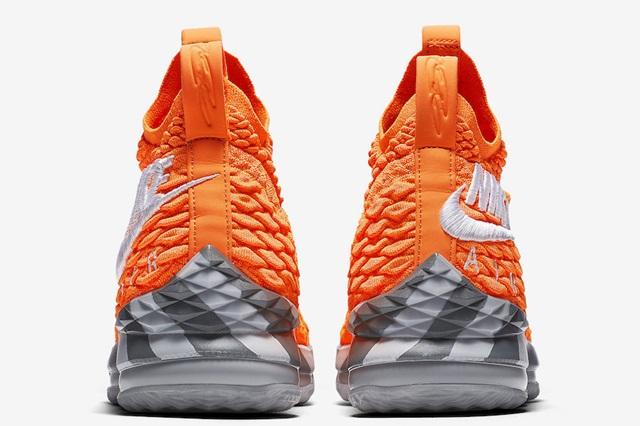 Nike-LeBron-15-Orange-Box-AR5125-800-Heel