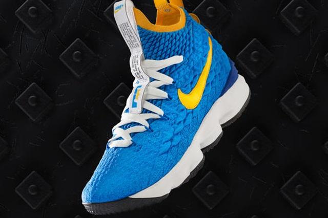 SP18_NikeBasketball_Lebron_Comms_Waffle_native_600