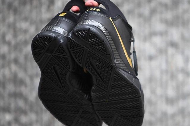 Nike-Kobe-1-Protro-Mamba-Day-Outsole