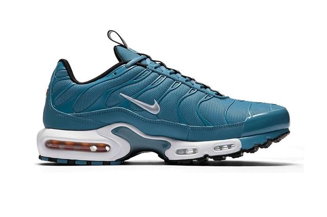 nike-air-max-plus-pull-tab-turquoise-blue-02