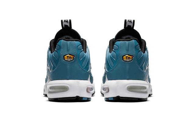 nike-air-max-plus-pull-tab-turquoise-blue-05