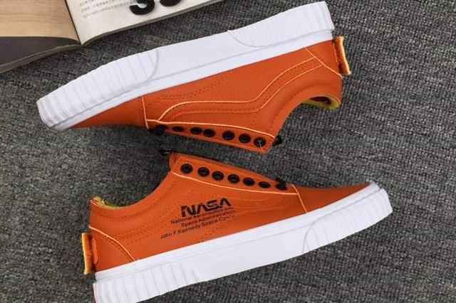 rg-nasa-x-vans-space-voyager-old-skool-firecracker-2