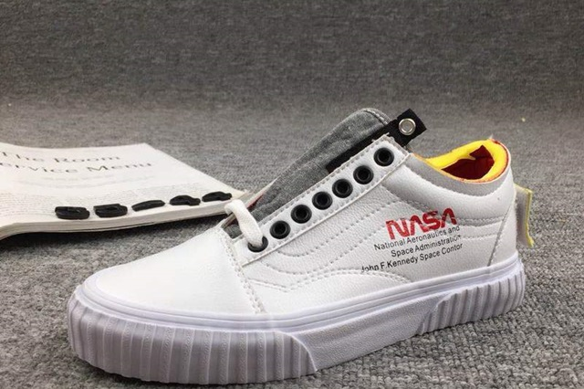rg-nasa-x-vans-space-voyager-old-skool-true-white-2