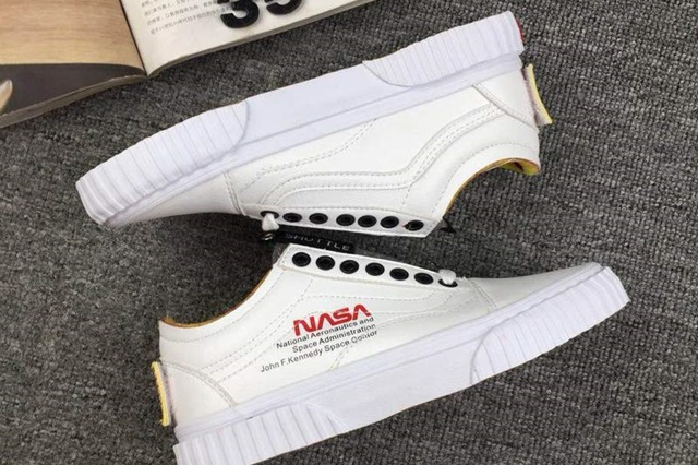 rg-nasa-x-vans-space-voyager-old-skool-true-white-3