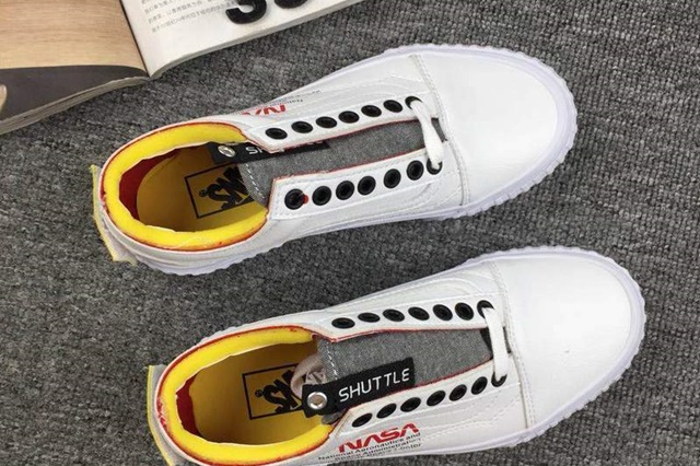 rg-nasa-x-vans-space-voyager-old-skool-true-white-4