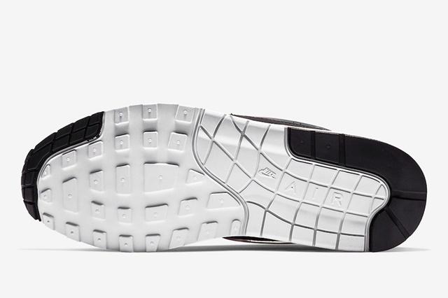 Nike-Air-Max-1-Jelly-AO1021-003-5
