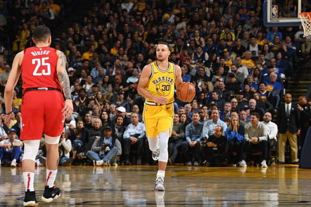 Stephen Curry Moon Landing Under Armour Curry 6_Action Shot 2