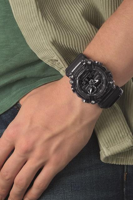 GA-900SKE-8AER_OR02_wristshot_print